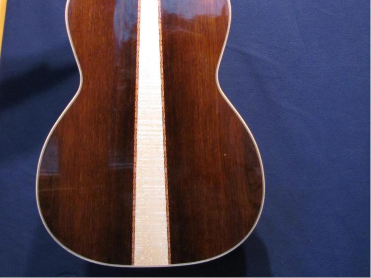 000-12 guitar